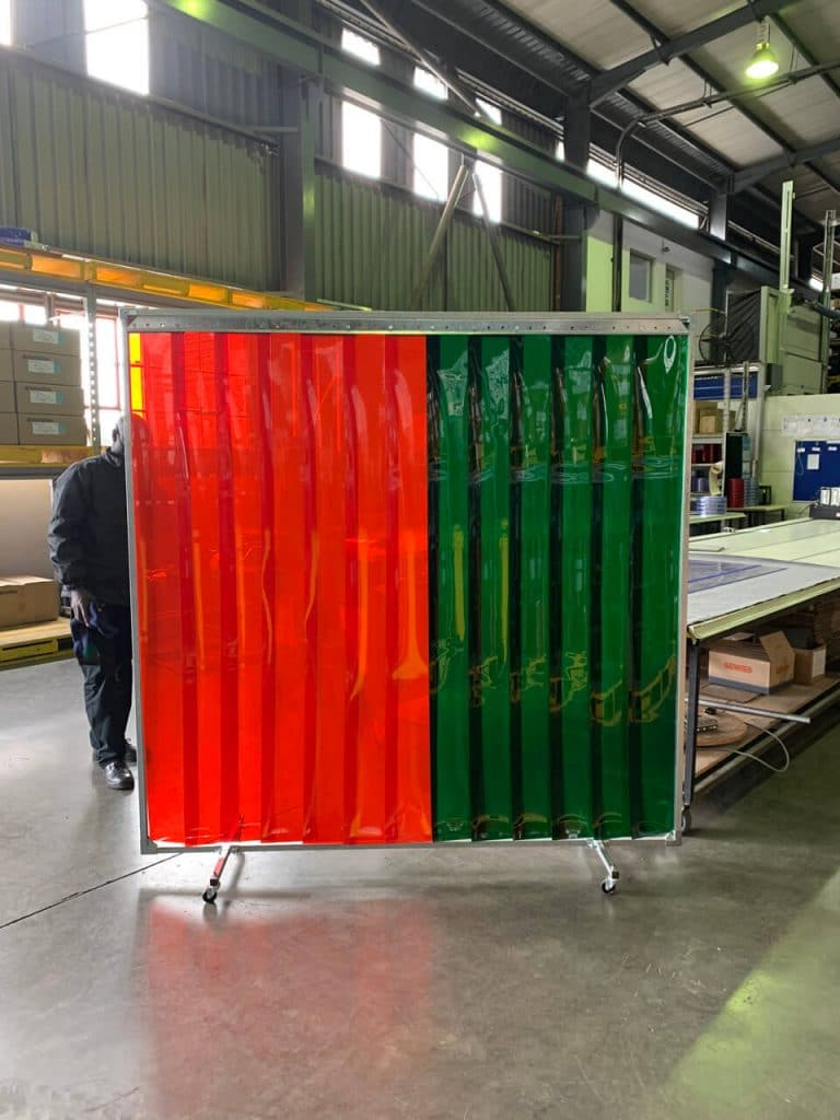 Protection screen with welding strips